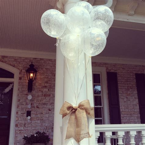 Cute bridal shower outdoor decor! Simple and beautiful