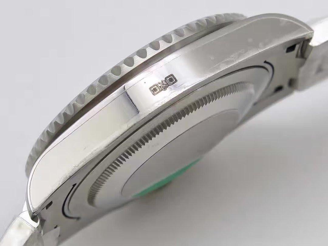 Replica Rolex 116710 BLNR Bezel Tooth