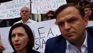 """PAS, PPDA și PLDM protestează în fața Băncii Naționale: """"Am venit să declarăm că e o instituție capturată""""// VIDEO"""