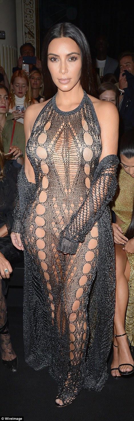 Kim Kardashian assiste o show Balmain como parte da Paris Fashion Week Moda Primavera / Verão 2017 em 29 de Setembro