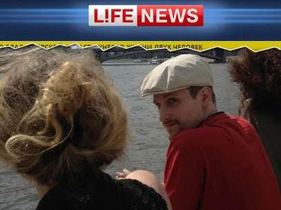 Snowden foi fotografado durante passeio de barco na capital russa Foto: Life News / Reprodução