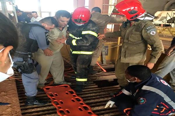 Em resgate que durou três horas trabalhador é retirado de moega cheia de milho