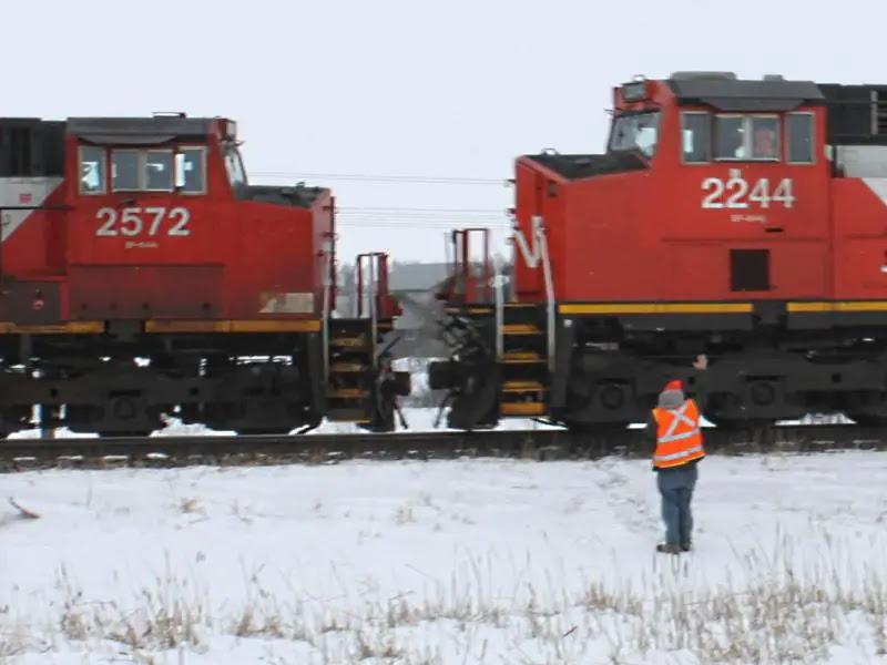 CN 2244 and 2572 meet