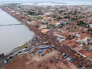 Imagem aérea do carnaval de Macau de 2012 (Foto: Canindé Soares/G1)