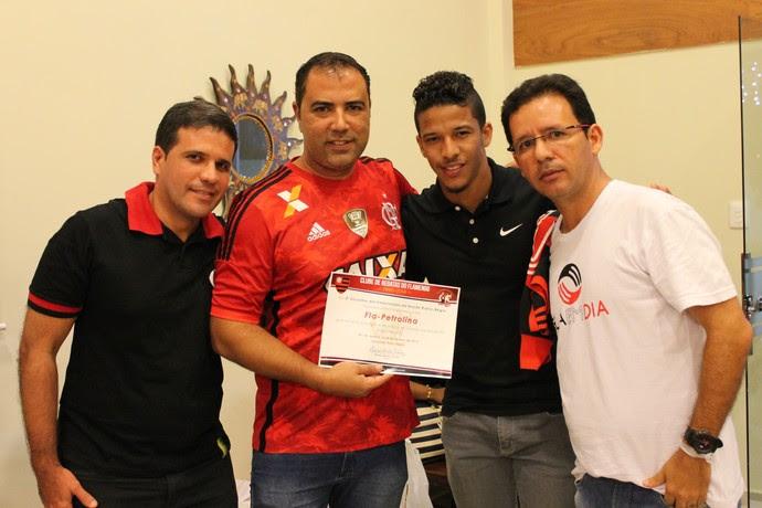 Nixon ganhou título de Padrinho da Embaixada do Flamengo em Petrolina-PE (Foto: Amanda Lima)