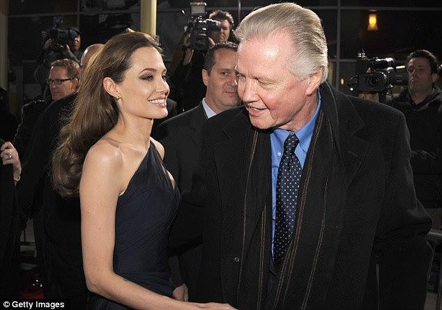 Curou o rift: Angelina e seu pai o ator não falou por sete anos, mas fez as pazes novamente no final de 2009 de acordo com relatórios