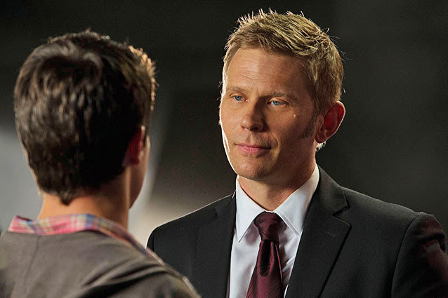"""The Tomorrow People -- """"In Too Deep"""" -- Image Number: TP102B_7520.jpg —Pictured (L-R): Robbie Amell as Stephen and Mark Pellegrino as Dr. Jedikiah Price --   Photo: Jack Rowand/The CW -- © 2013 The CW Network, LLC. All rights reserved."""