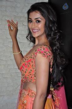 Pooja Jhaveri Photos - 16 of 42