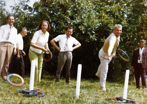 Elena Ceausescu la stanga Ion Iliescu mijloc, Nicolae Ceausescu la dreapta