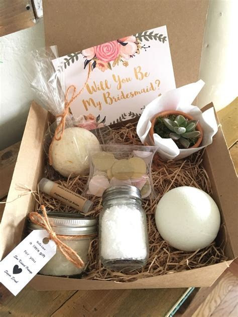 Best 25  Bridesmaid boxes ideas on Pinterest   Brides maid