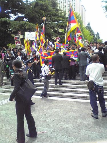 Students' protests during Hu Jintao's Waseda University visit 2