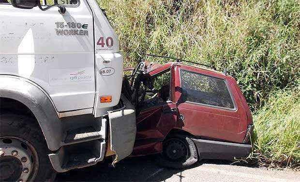 Os veículos bateram de frente no km 21 da rodovia (Polícia Rodoviária Estadual/Divulgação)