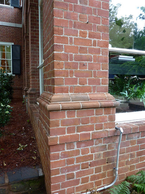 P1080119-Atlanta-Symphony-Decorators-Show-House-Knollwood-the KiserHouse-by-Shutze-1929-flemish-bond-skinny-brick-detail