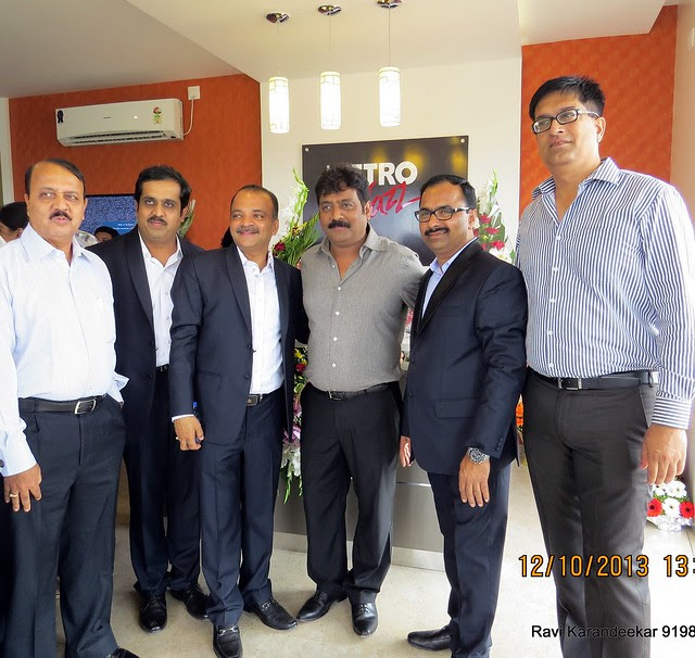 Mr. Gajendra Pawar of Pinnacle Group with the developers of Metro Jazz - Did you visit the 4 BHK show flat of Metro Jazz, opposite VITS Hotel,  Mhalunge - Baner Annex?