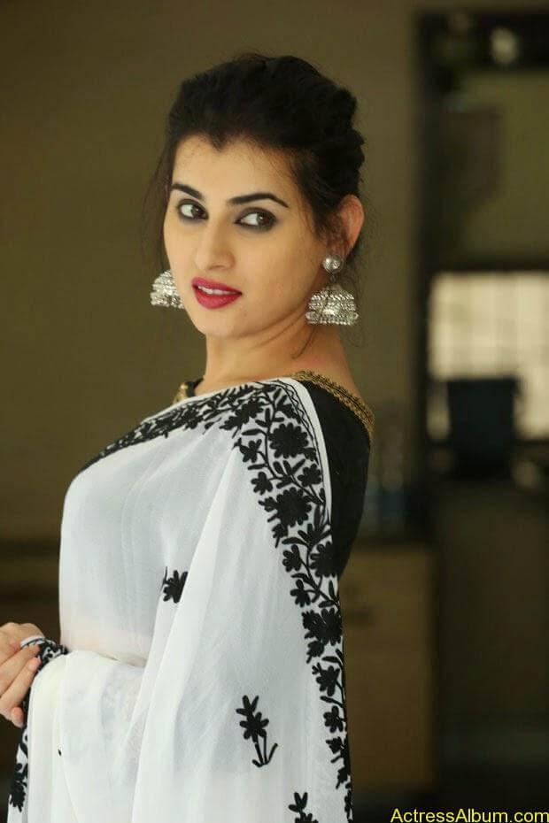 Archana-Saree-Stills-at-Panchami-Movie-Release-Date-Photos-7