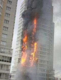 TURNUL INFERNULUI: Un incendiu devastator a mistuit un bloc turn cu 25 de etaje în Siberia (VIDEO)