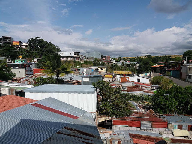Corrugated iron roofs predominate in the populous neighbourhood of La Carpio, on the outskirts of San José, Costa Rica, where an estimated half of the houses are built with inadequate materials. Credit: Daniel Salazar/IPS