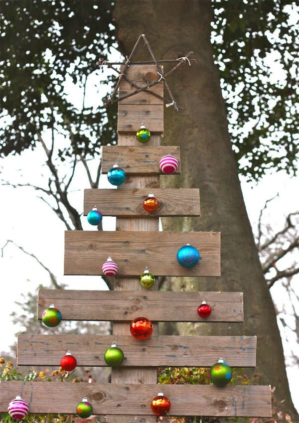 diy outdoor christmas decorating the garden glove - Outside Christmas Tree Decoration Ideas