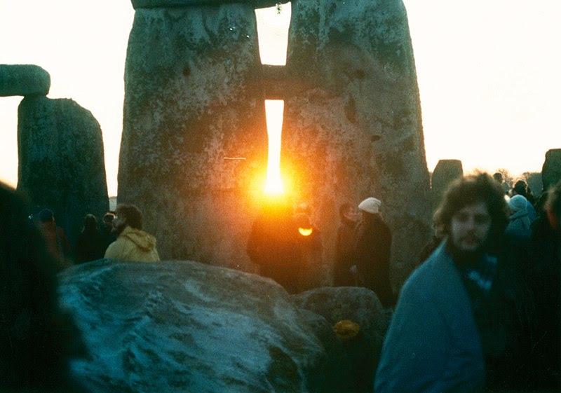 File:StonehengeSunrise1980s.jpg