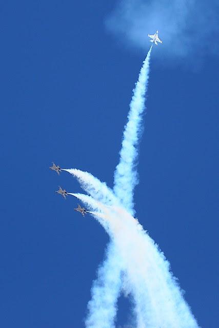 IMG_3289 Thunderbirds, Travis AFB Air Show