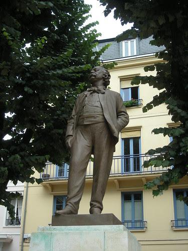 Statue de Gustave Flaubert by couscouschocolat