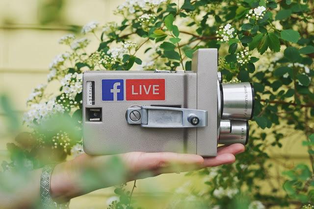 Media sosial sudah menjadi kepingan hidup kedua dari setiap orang Update Status Makin Jarang Karena Usia Sudah Semakin Matang