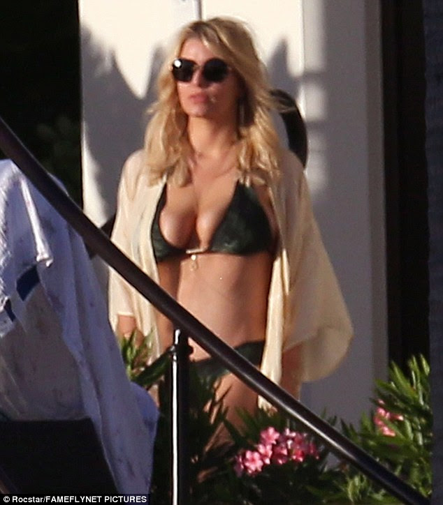 Sizzling! Jessica Simpson flaunted her sexy bikini bod while on vacation in Cabo San Lucas, Mexico on Sunday