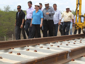 A presidente Dilma Rousseff em visita às obras da ferrovia Transnordestina (Foto: Roberto Stuckert Filho / Presidência)
