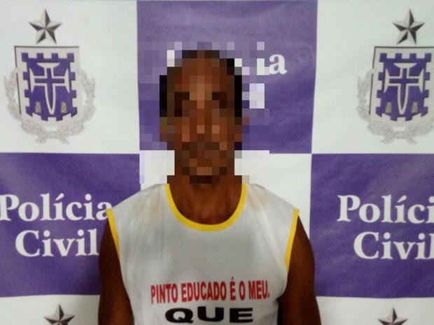 Agressor usava camisa com piada pornográfica quando foi preso (Foto: Rafael Vedra / Liberdadenews)