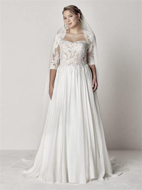 Etir Plus size wedding dress curvy bride curvaceous bridal
