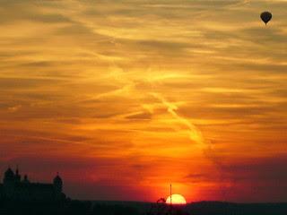Sunset balloon flight