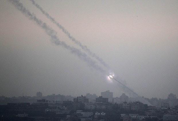 Foguete foi lançado de Gaza com destino a Israel por militantes palestinos (Foto: AFP)