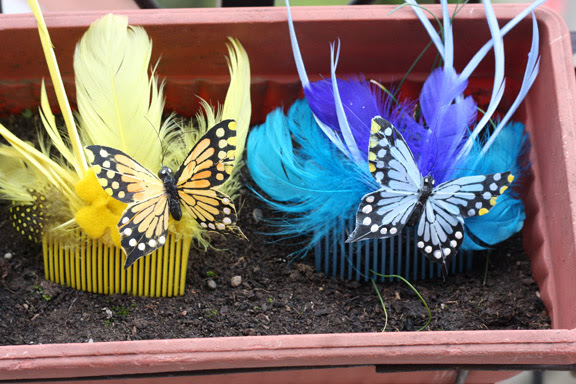 blue and yellow comb
