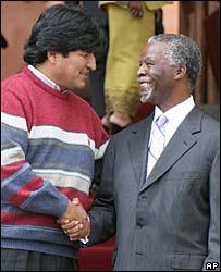 Evo Morales con el presidente sudafricano,Thabo Mbeki.