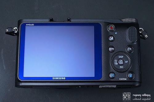 Samsung_NX200_exterior_12