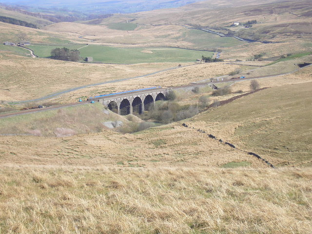 Lunds Viaduct - geograph.org.uk - 163936.jpg