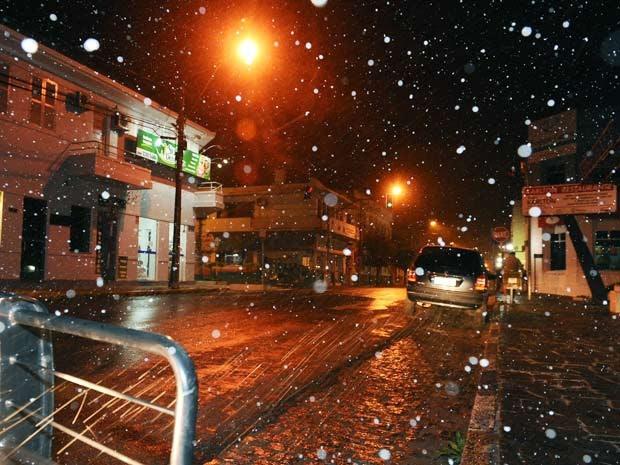 Caçapava do Sul registrou 0,7°C antes de o sol nascer (Foto: Bernardo Bortolotto/RBS TV)