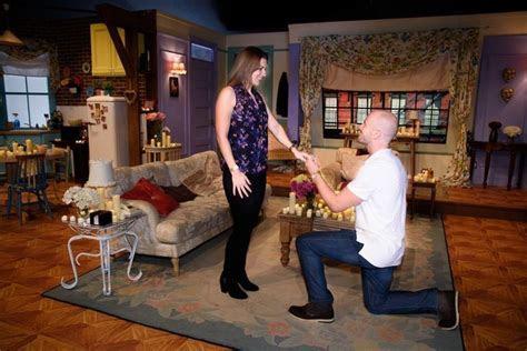 ?Friends? Fan Recreates Chandler and Monica?s Apartment