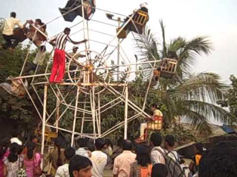 India's Dangerous Human-Powered Ferris Wheels