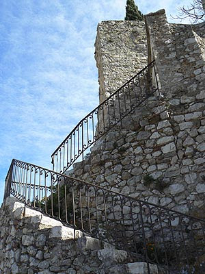escalier sur ciel bleu.jpg