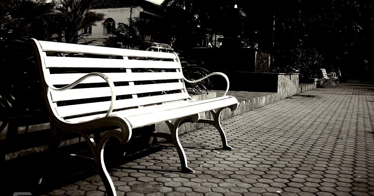Kisah Sebuah Kursi Di Taman