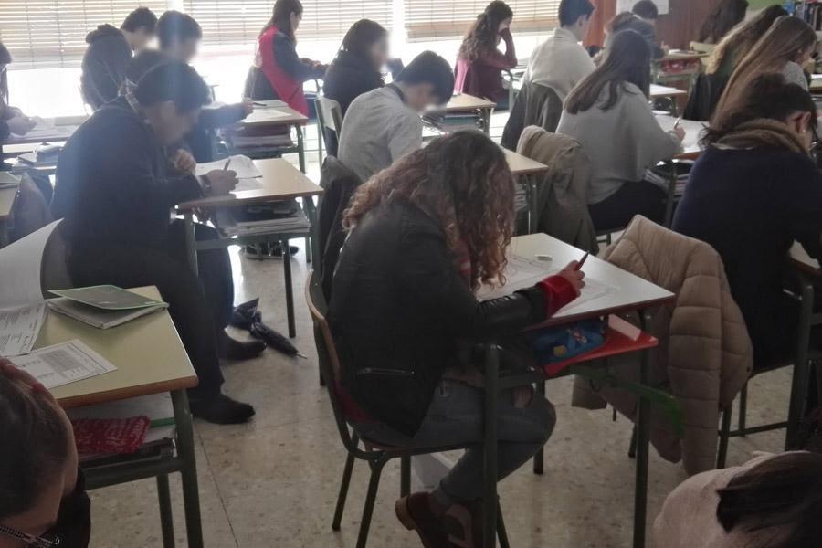 Participantes en los II Relicat Games durante la prueba escrita
