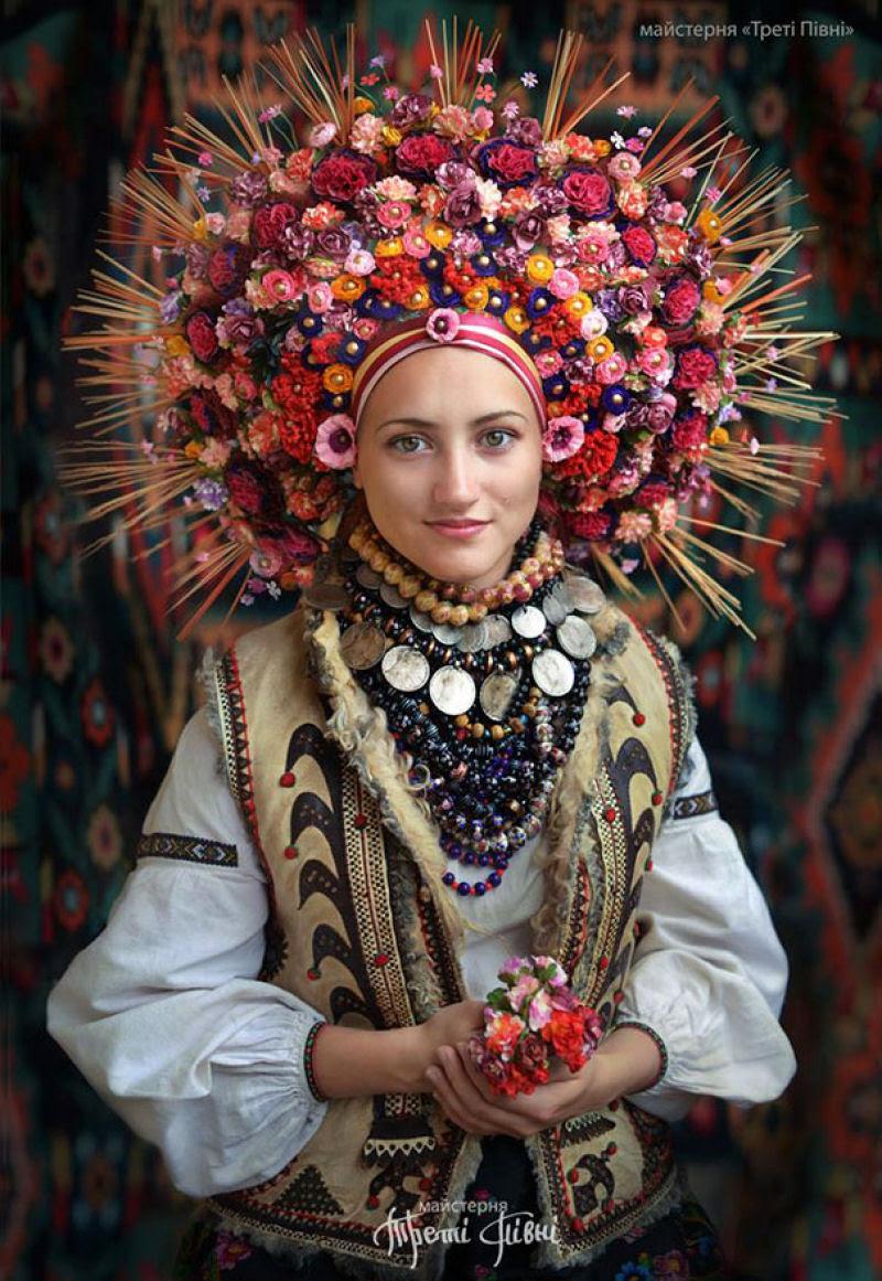 Mulheres modernas usando coroas tradicionais ucranianas dão um novo significado a uma antiga tradição 01