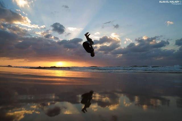 #صور.. شبان يمارسون الرياضة على شاطئ بحر غزة.
