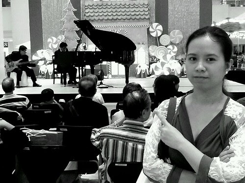 Lace infront of a piano concierto in shangri la plaza by popazrael