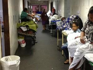 Pacientes internados no corredor do São Lucas, em Vitória (Foto: Divulgação/ CRM-ES)