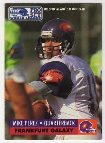 Mike Perez devant