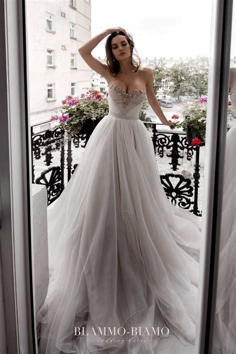 Wedding Dresses for Hourglass Shaped Brides