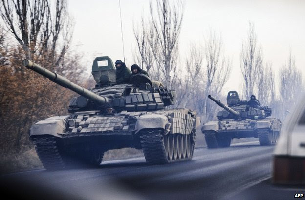 A column of unidentified tanks on a road near rebel-held Shakhtarsk, eastern Ukraine, 10 November