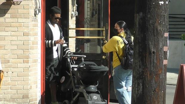 Usher et GF Jenn Goicoechea emmènent leur fils nouveau-né pour une promenade dans la première photo depuis l'accueil de bébé